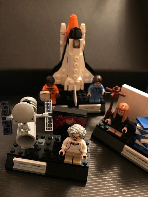 Women Nasa lego figures